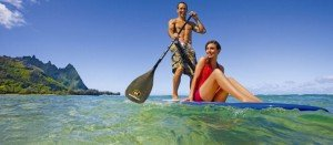 hawaii-kauai-tunnels-beach-couple-paddle-boarding-714x314